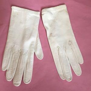 Vintage light cream leather gloves